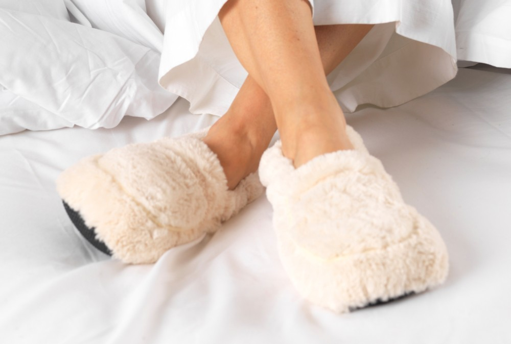 Furry warmers cream heatable slippers [TLX.CREAM SLIPPERS]